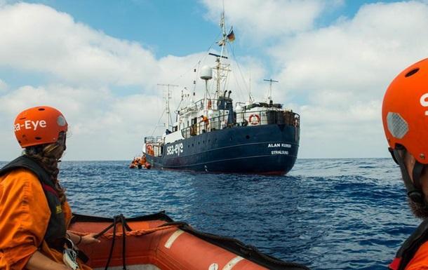 Врятовані понад тиждень тому мігранти зійшли на берег в Італії