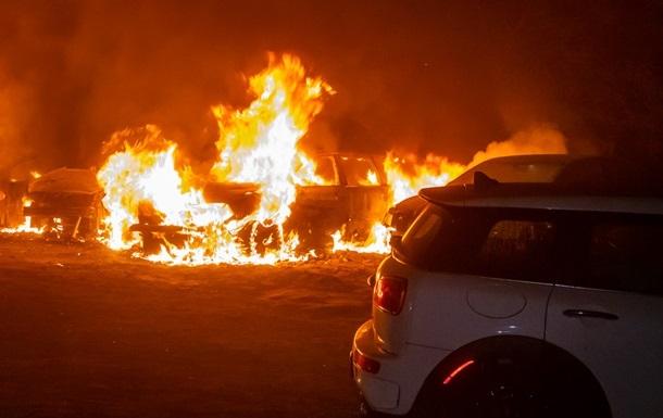 В Киеве сгорели Range Rover и Volkswagen