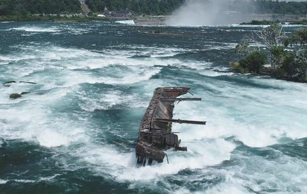 Застрявший на скалах 101 год назад корабль сдвинулся с места