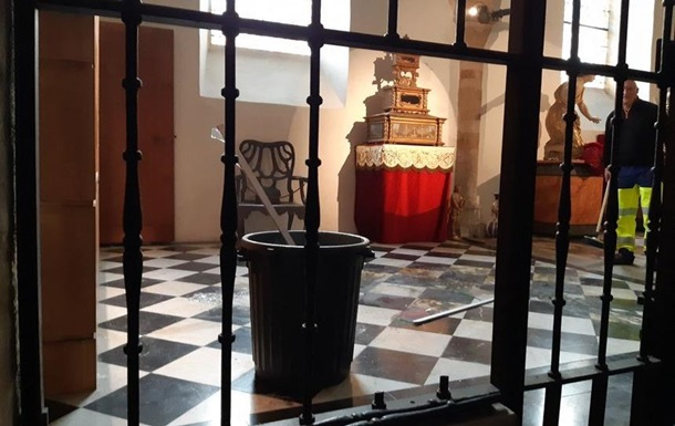 Злодії пограбували французький собор зі спадщини ЮНЕСКО