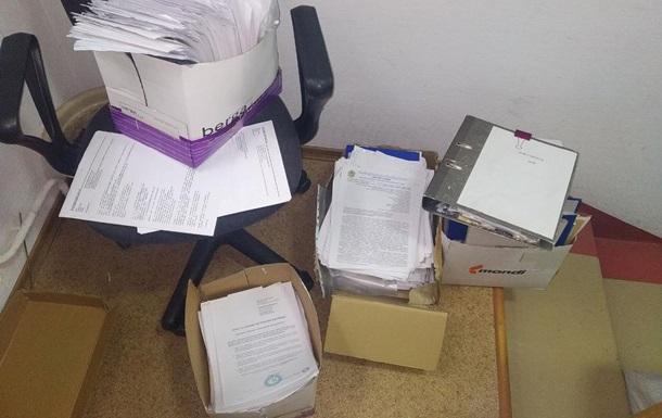 У Мін юсті знайшли ящики із захованими документами