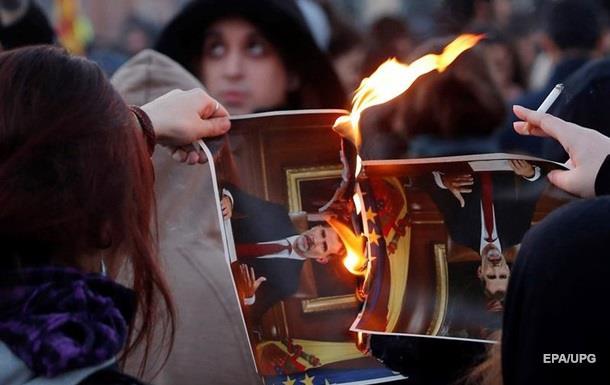 У Каталонії палили портрети короля Іспанії, протестуючи проти його візиту