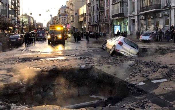 ЧП в центре Киева: улицы залило кипятком
