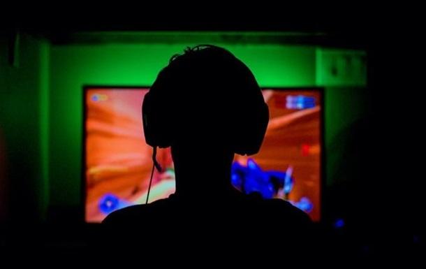 Подросток умер, играя по ночам в компьютерные игры