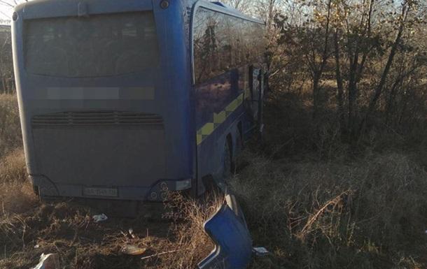 Под Киевом автобус с пассажирами развалил грузовик: обошлось без жертв