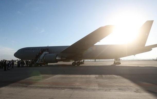 Самолет выкатился со взлетной полосы в аэропорту в Канаде