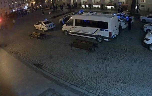 Футбольные фанаты подрались во Львове: пострадали полицейские