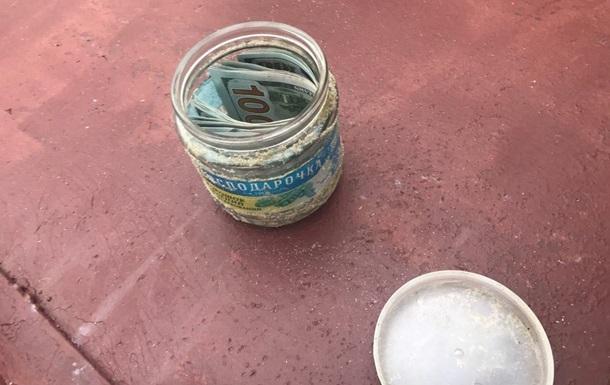 В Сумах судью поймали при получении взятки в пол-литровой банке