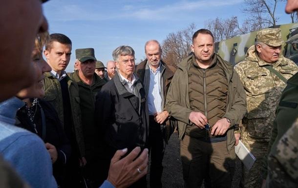 Іноземним послам показали розведення на Донбасі