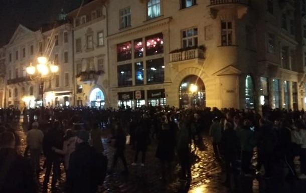 Во Львове футбольные фанаты снова устроили массовую драку