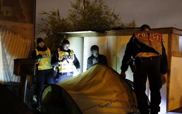 Поліція ліквідувала наметові табори мігрантів на півночі Парижа
