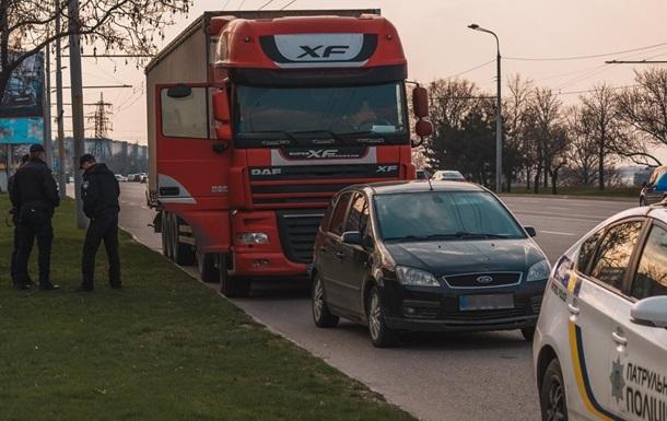П яний водій на вантажівці заїхав на McDrive в Києві