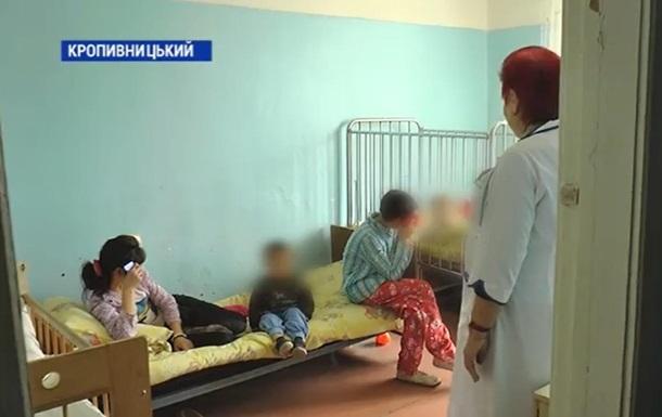 Под Кропивницким мать бросила восемь детей на две недели