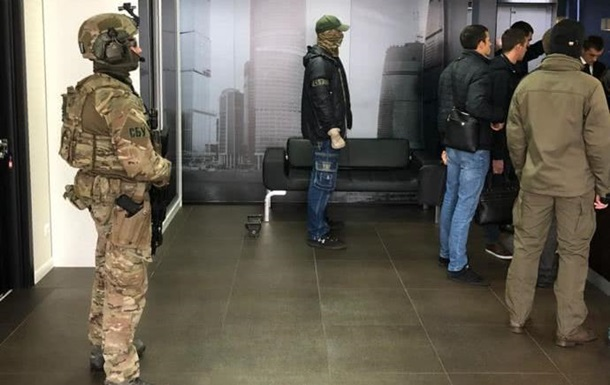 СБУ проводит обыск в бизнес-центре в Киеве