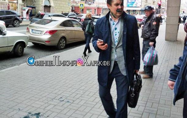 Перейменування проспекту в Харкові: чиновника міськради облили зеленкою