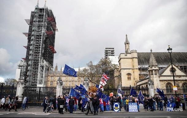 Moody s понизило рейтинг Великобритании до  негативного