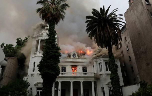 У Чилі протестувальники підпалили університет