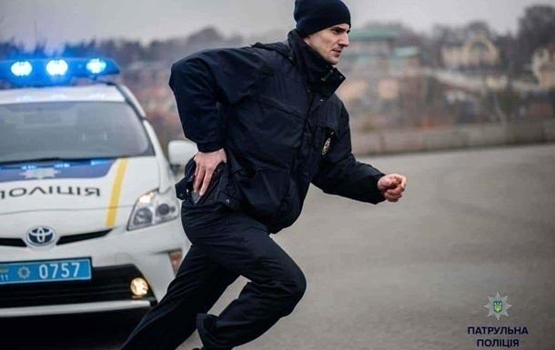 У Харкові поліцейського затримали за розбій