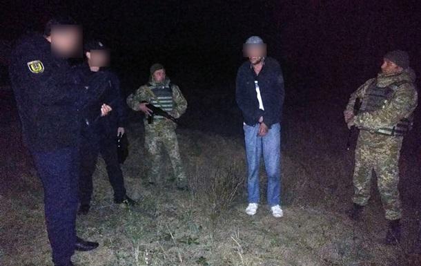 На границе с Молдовой украинского пограничника ударили ножом