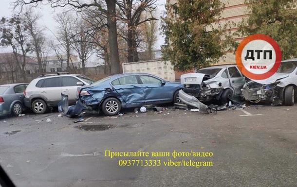 У Боярці п яна дівчина розбила 6 машин - соцмережі