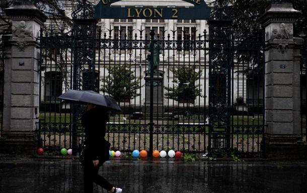 У Франції збирають протести після самоспалення студента