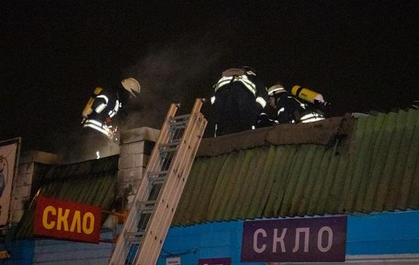 В Киеве произошел пожар на рынке Юность