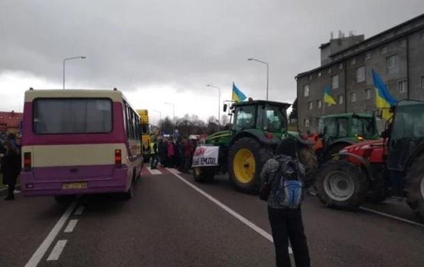 Аграрии перекрывают дороги из-за рынка земли