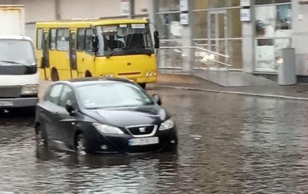 В Киеве затопило дороги