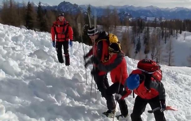 В Альпах лавина накрыла туристов: двое погибших