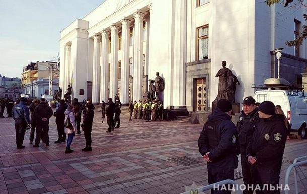Центр Киева силовики взяли под усиленную охрану