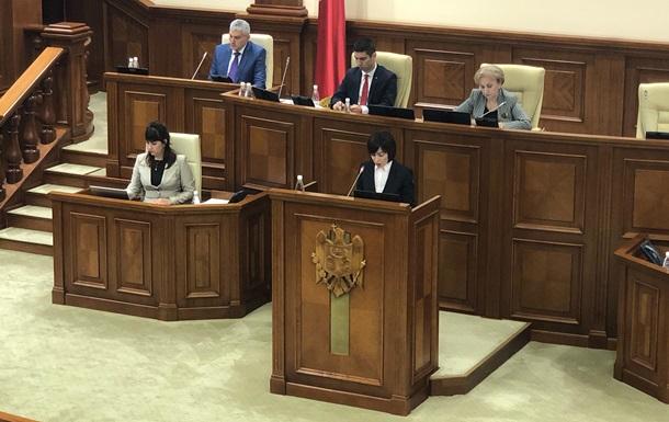 Парламент Молдовы отправил правительство в отставку