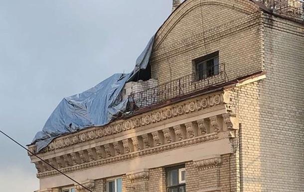 На Майдане возобновились работы на скандальной надстройке