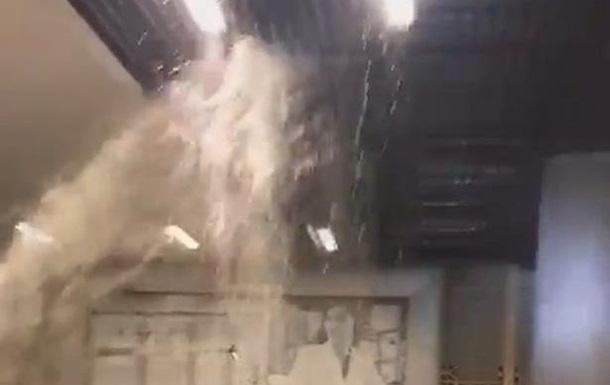 Найбільший торговий центр світу затопило