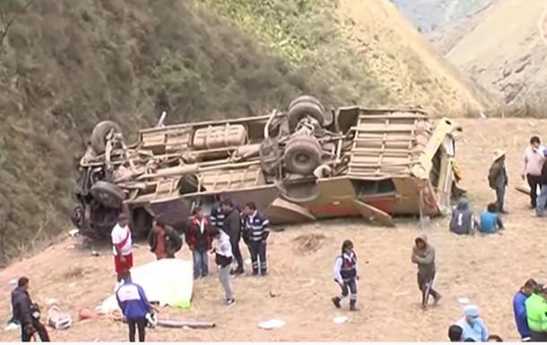 В Перу автобус рухнул в пропасть