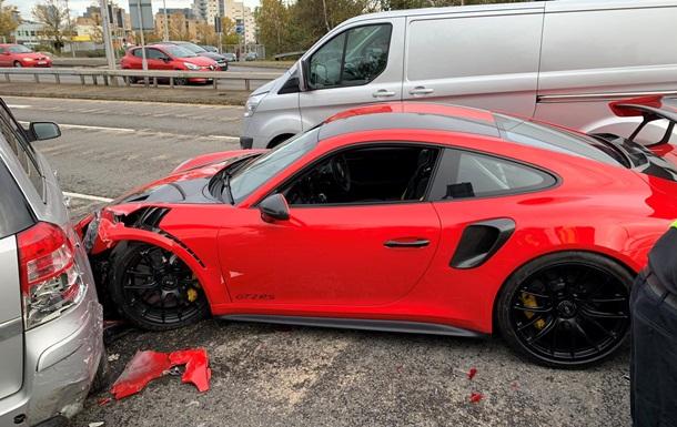Покупатель во время тест-драйва Porsche устроил массовое ДТП
