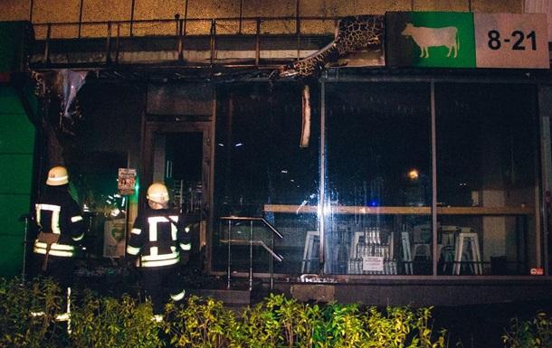 В Киеве ночью подожгли три магазина