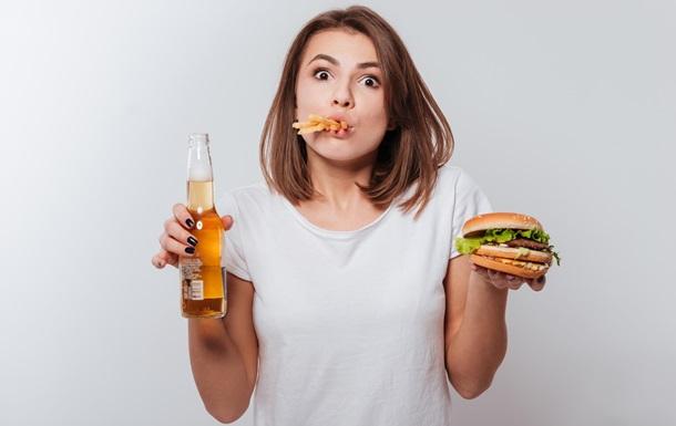 Диетологи назвали вредные привычки, которые мешают похудеть