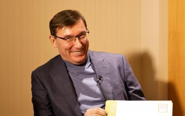 Луценко показал сертификаты из Лондона