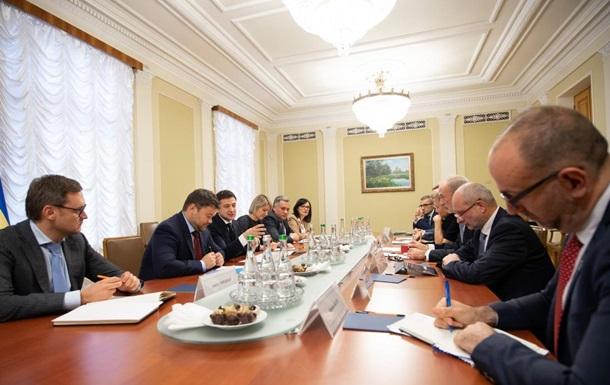 Зеленский обсудил с послами G7 реформы в Украине