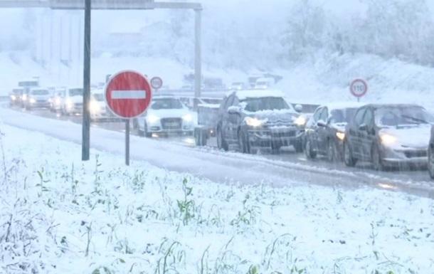 Снігопад у Франції: без світла 200 тисяч будинків