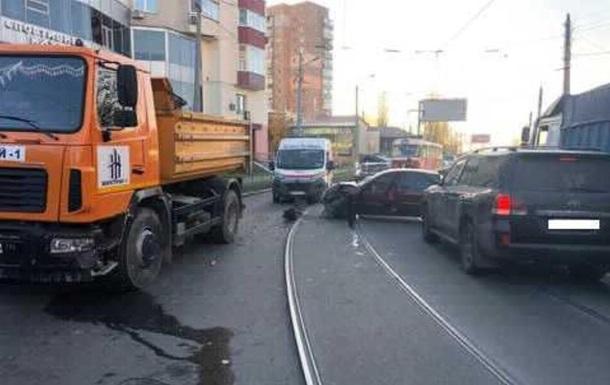 В Харькове произошло тройное ДТП, есть жертвы
