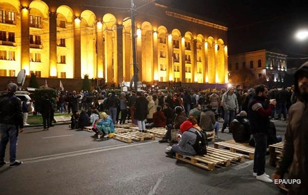 Протестувальники в Тбілісі провели ніч у наметах