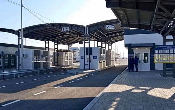 Два пункта пропуска на админгранице с Крымом возобновили работу