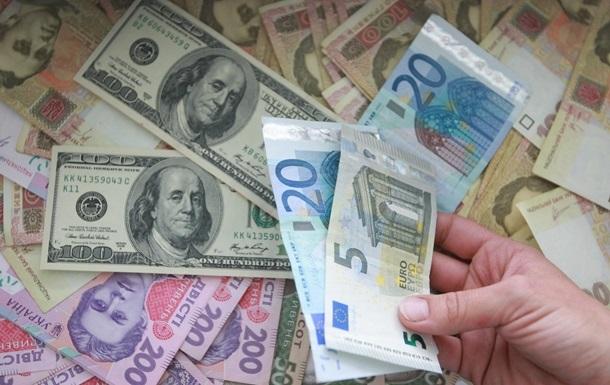 Курси валют: долар дешевшає, євро дорожчає