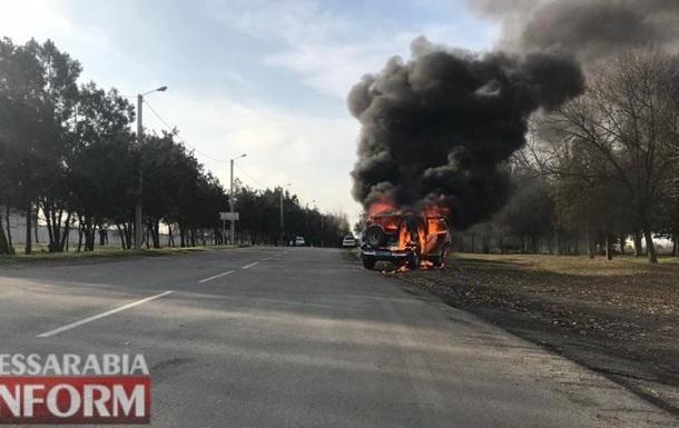 На Одесчине полицейское авто загорелось на ходу