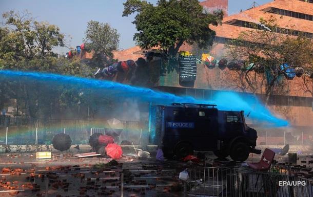 Стріли проти водометів. Зіткнення в Гонконзі