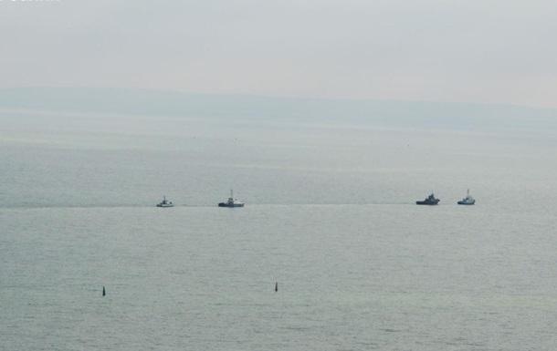 Корабли ВМС Украины прошли под Крымским мостом