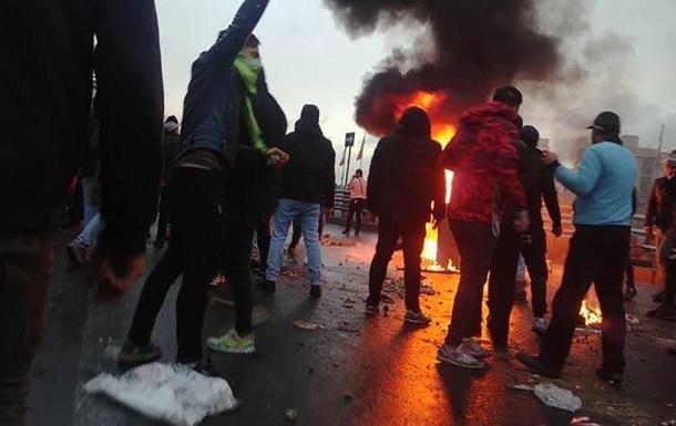 В Ірані під час  бензинових  протестів затримали близько тисячі людей - ЗМІ