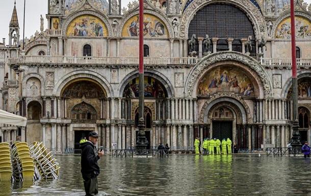 Венеція протистоїть третій великій хвилі припливу