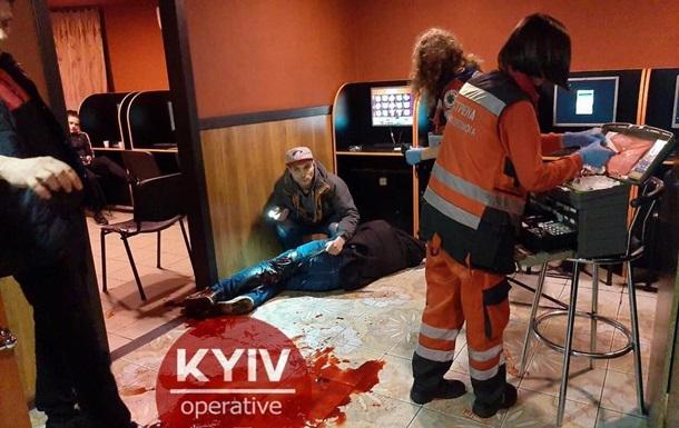 В Киеве мужчину ранили ножом в зале игровых автоматов